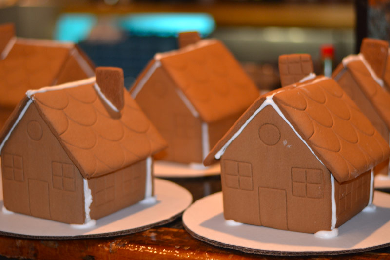 Promotion for Curbside Gingerbread House Kits